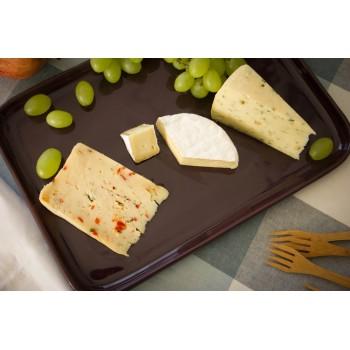 Paprika-Thymian-Käse mit Camembert und Bockshornkleekäse serviert