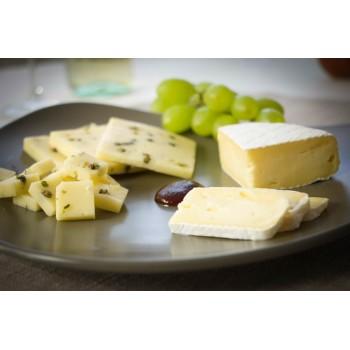 Camembert-Käse mit Pfefferer und Senfsoße