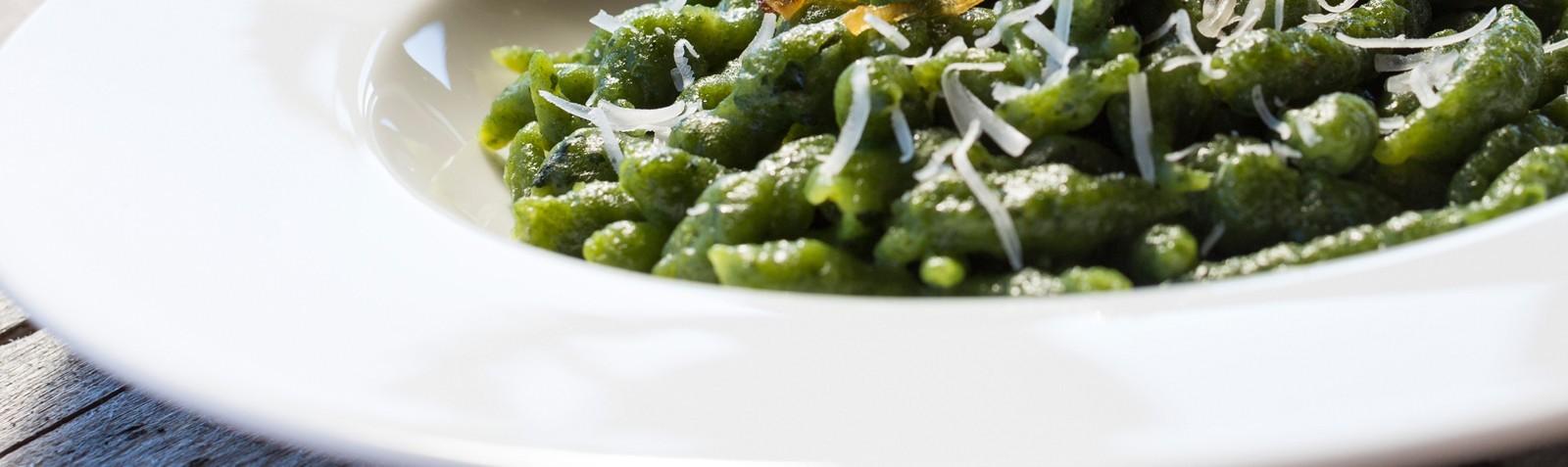 Südtiroler Vorspeisen: Knödel, Spätzle, Pasta, Polenta und Risotto