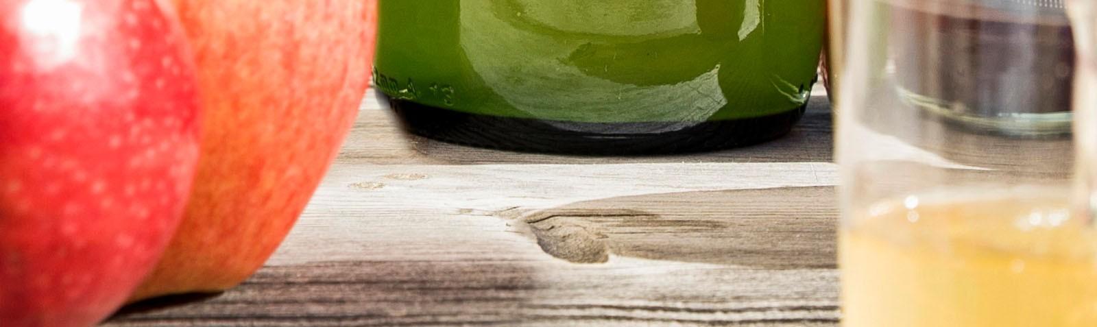 Apfel- und Fruchtsäfte 100 % natürlich: ohne Zucker, mit Südtiroler Äpfeln und biologischen Waldfrüchten